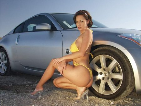 http://www.nissanfanclub.hu/portal/images/img-sati/2009/Nissan-350Z-hot-babe-01.jpg