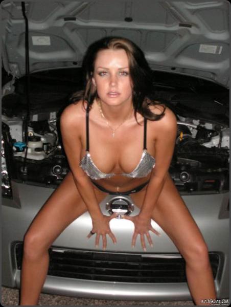 http://www.nissanfanclub.hu/portal/images/img-sati/2009/Nissan-350Z-hot-babe-04.jpg