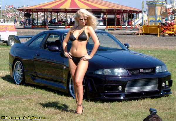 http://www.nissanfanclub.hu/portal/images/img-sati/2009/Nissan-Skyline-R33-GT-R-hot-babe-01.jpg