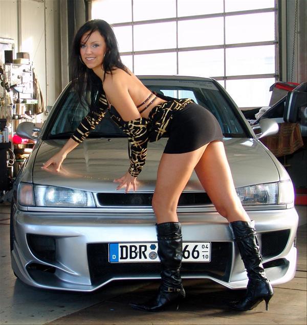 http://www.nissanfanclub.hu/portal/images/img-sati/2009/Nissan-Sunny-hot-babe-01.jpg