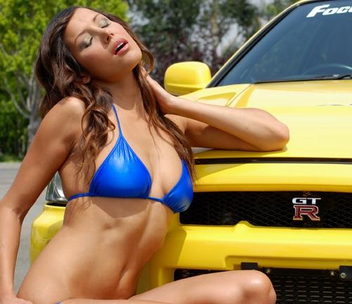 http://www.nissanfanclub.hu/portal/images/img-sati/2009/kerry-ann-de-la-cruz-nissan-gtr-bikini-test-drive-02.jpg